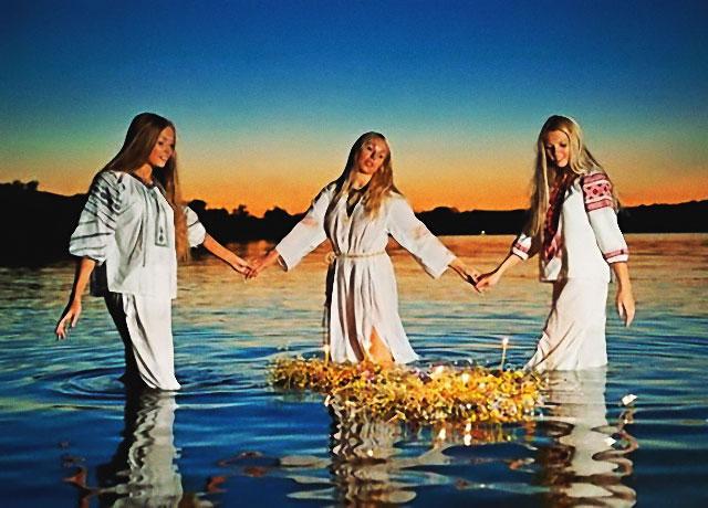 Sorcières wiccanes dans un lac